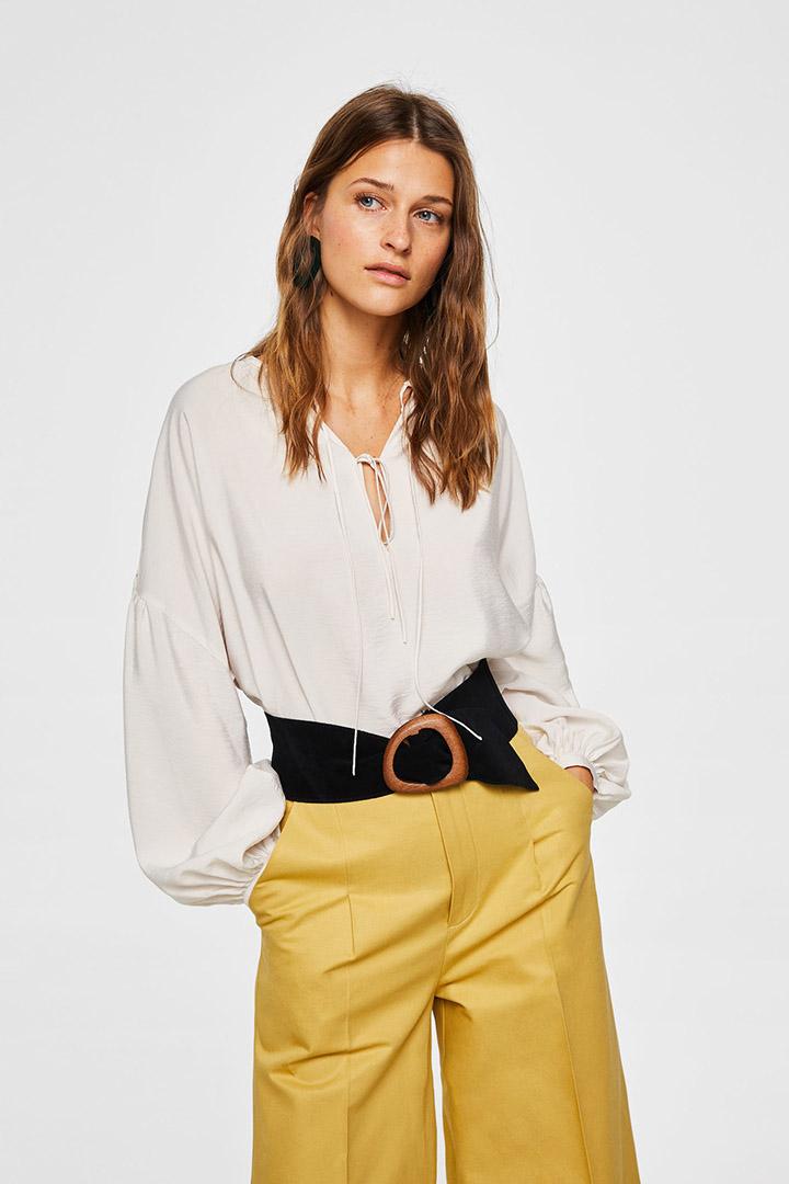 Blusa con manga abullonada de las rebajas de verano de Mango