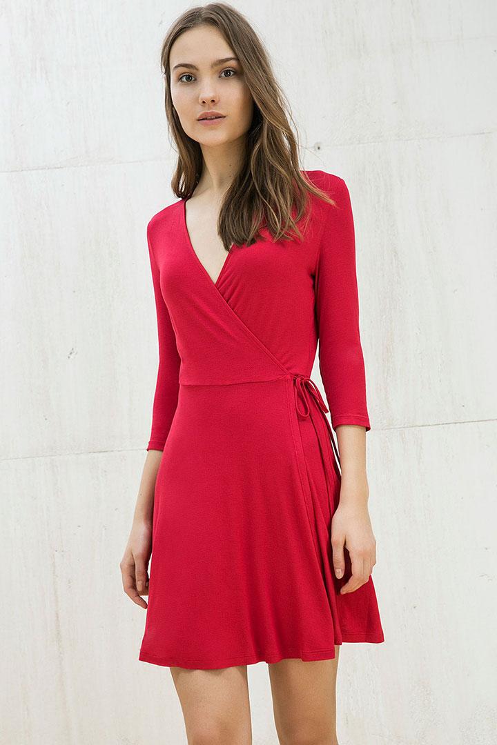 vestido rojo wrap de rebajas en Bershka