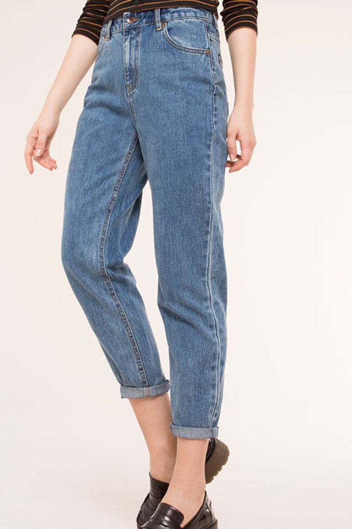 Mom jeans de Pull and Bear: un básico de rebajas