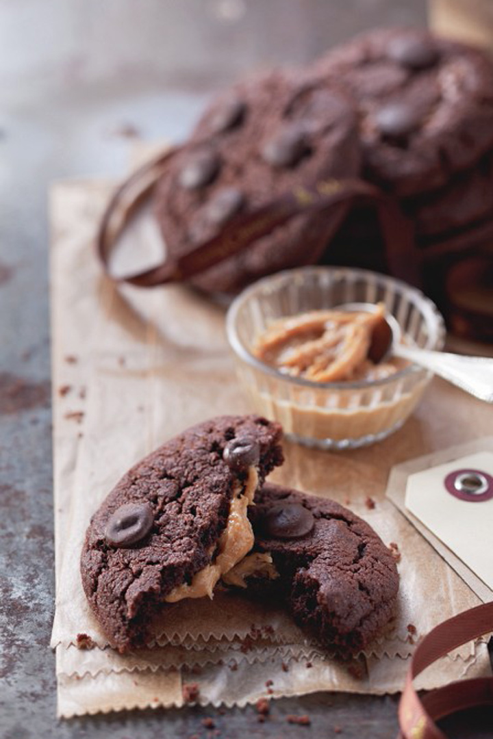 Cookies de chocolate rellenas de mantequilla de cacahuete