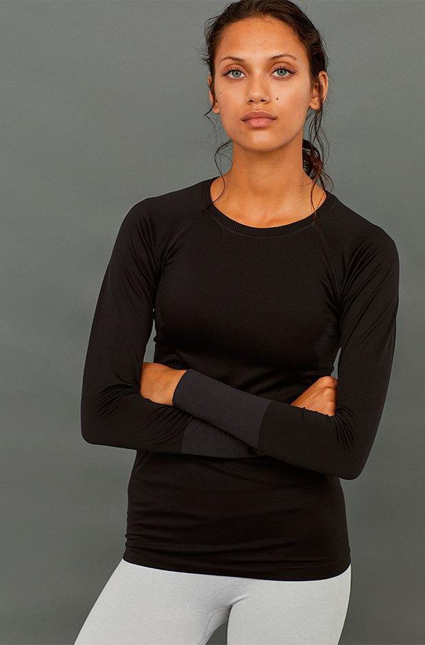 Ropa deporte invierno HM: camiseta negra de manga larga