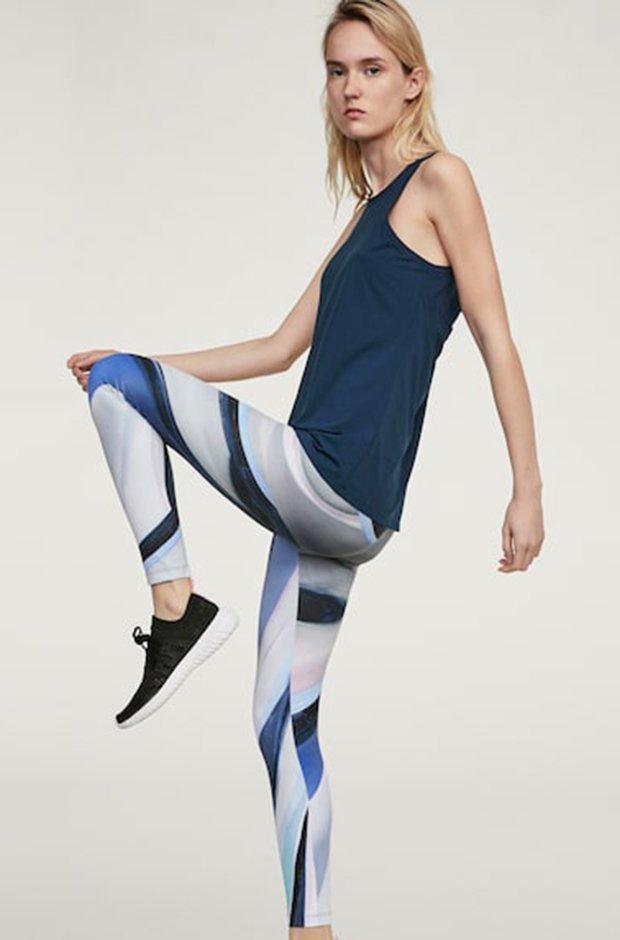 Ropa deportiva de Oysho: leggings azules