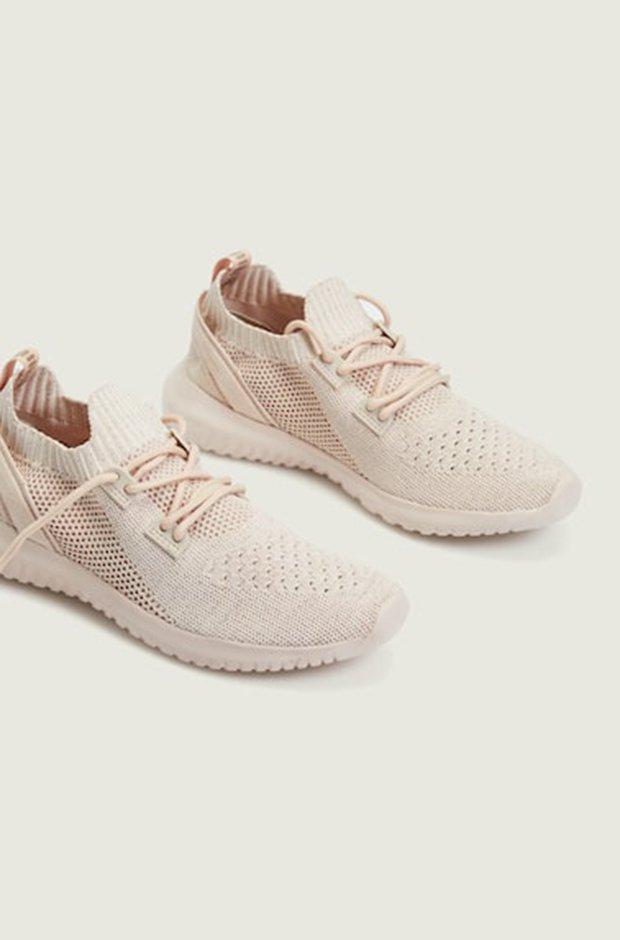 Ropa deportiva de Oysho: zapatillas rosas