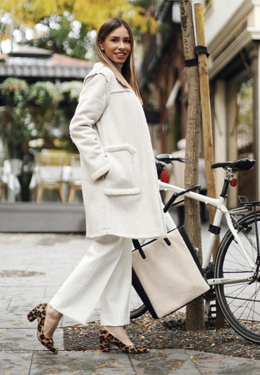 La influencer Marta Carriedo con total look en blanco