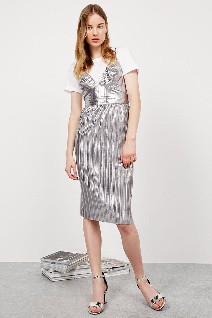 ropa metalizada vestido con camiseta