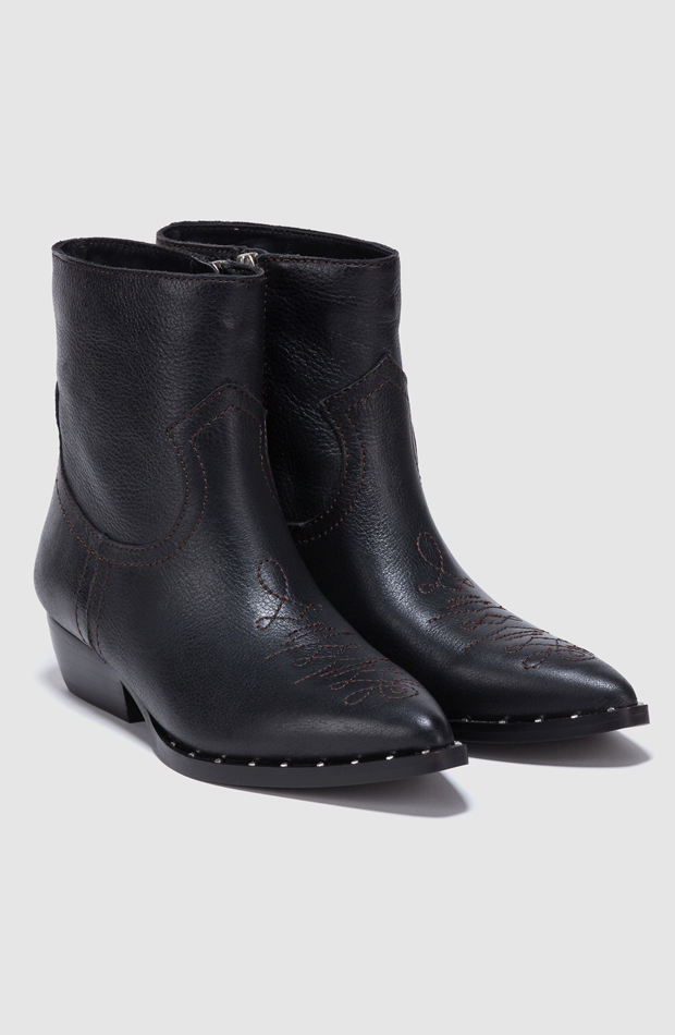 Botas en piel de color negro de Sam Edelman: prendas que no te pueden faltar