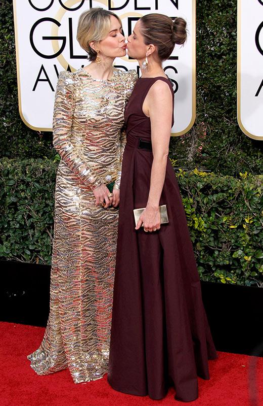 Sarah Paulson y Amanda Peet globos de oro 2017