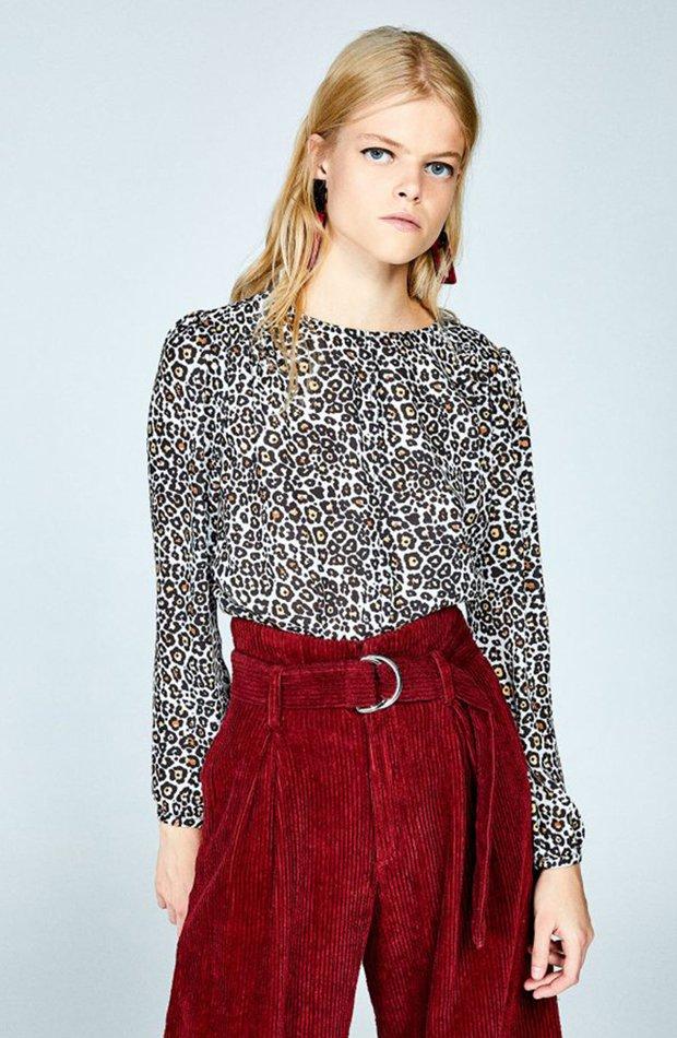 Blusa con estampado de leopardo y cuello caja de Sfera: blusas día y noche