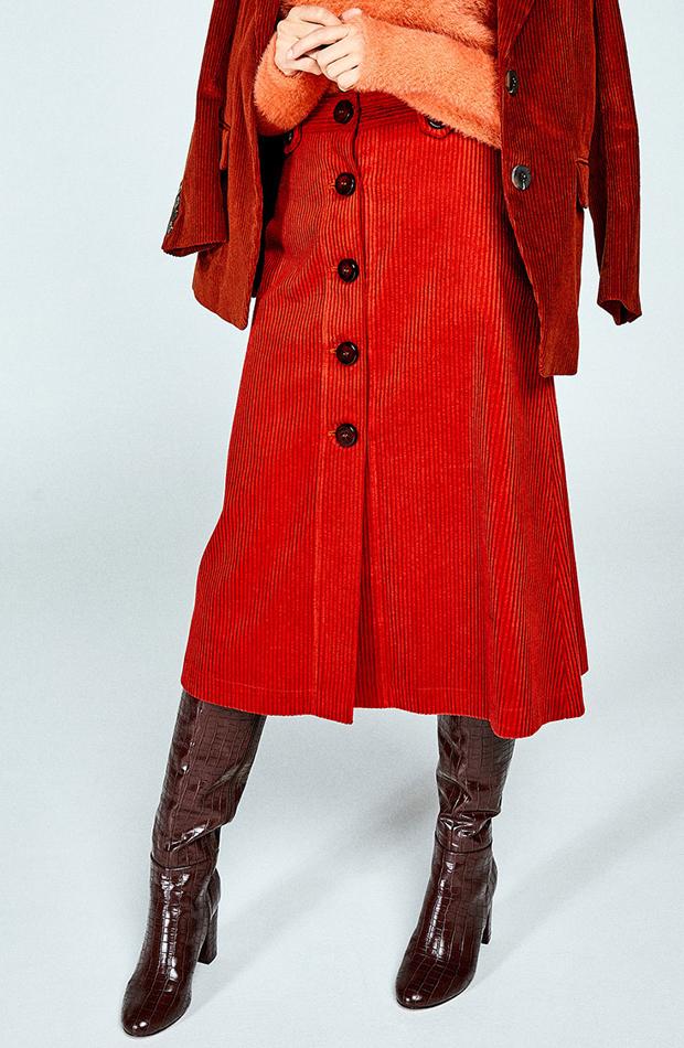 Falda midi de pana de Sfera: prendas que no te pueden faltar
