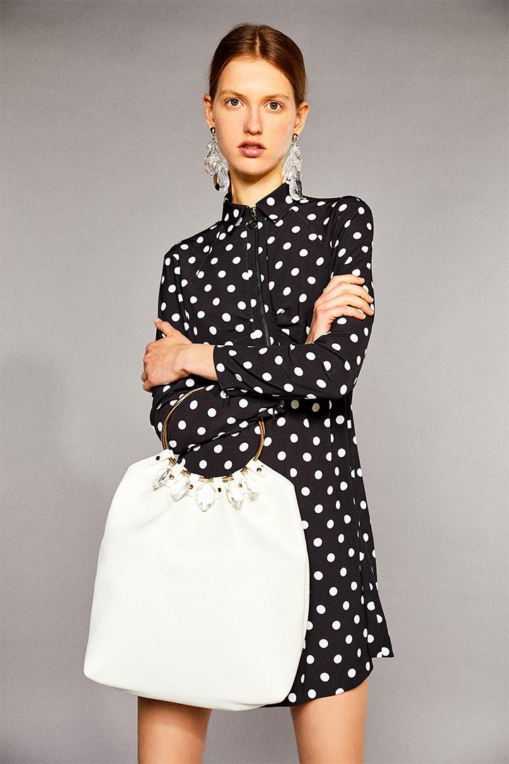 Bolso blanco con detalles joya de Sfera Online