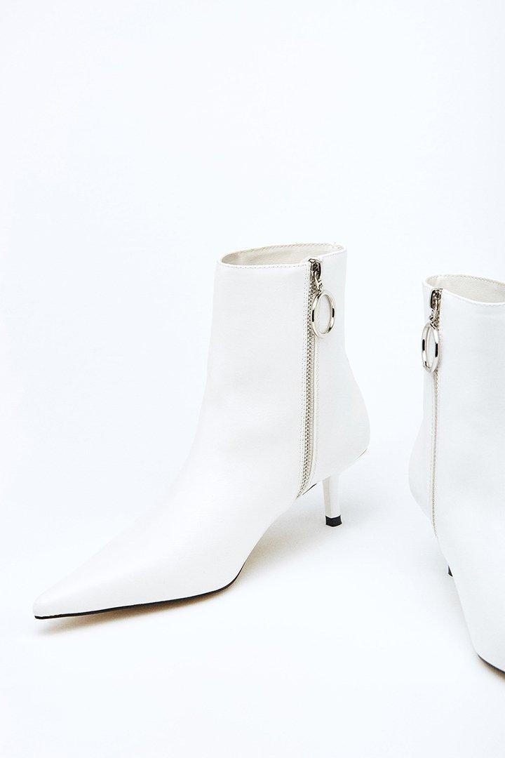 Botines blancos con tacón medio de Sfera Online