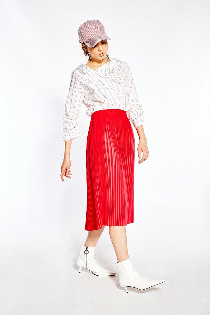 Falda plisada roja de Sfera Online