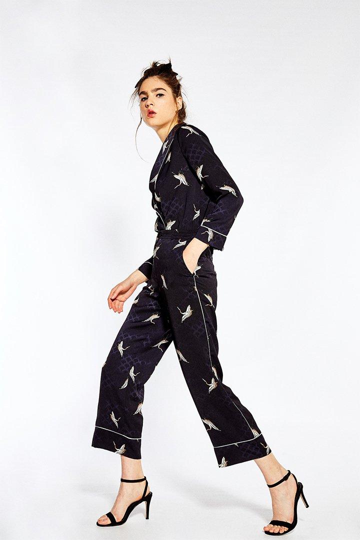 Pantalón cropped con estampado oriental de Sfera Online