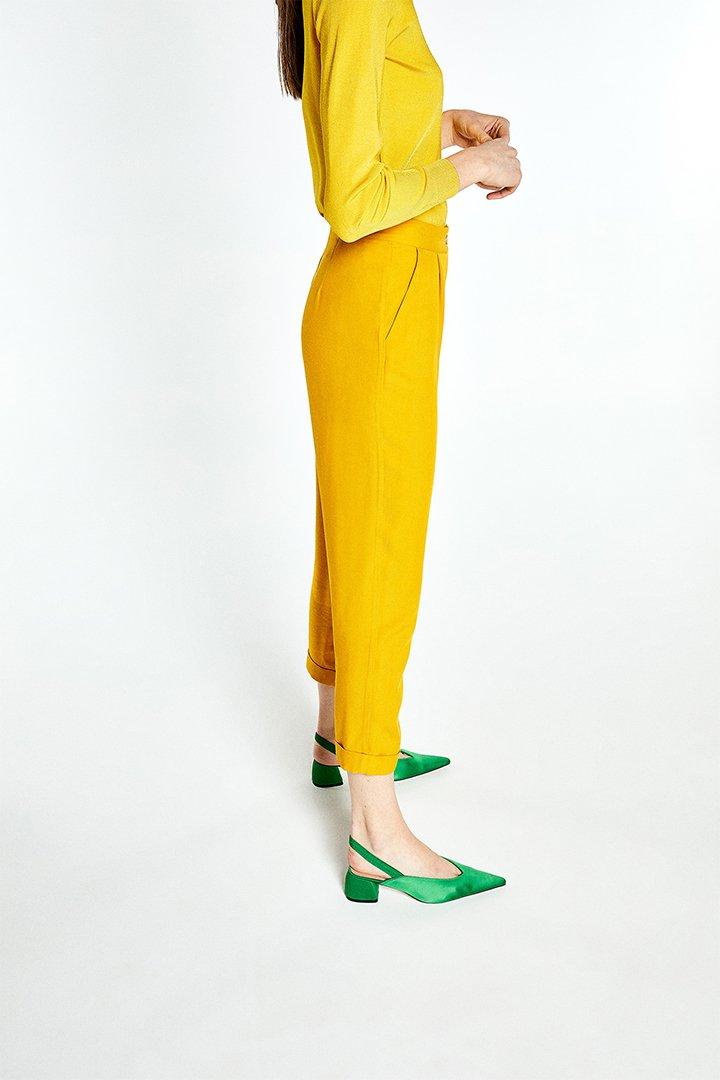 Pantalón fluido amarillo mostaza de Sfera Online