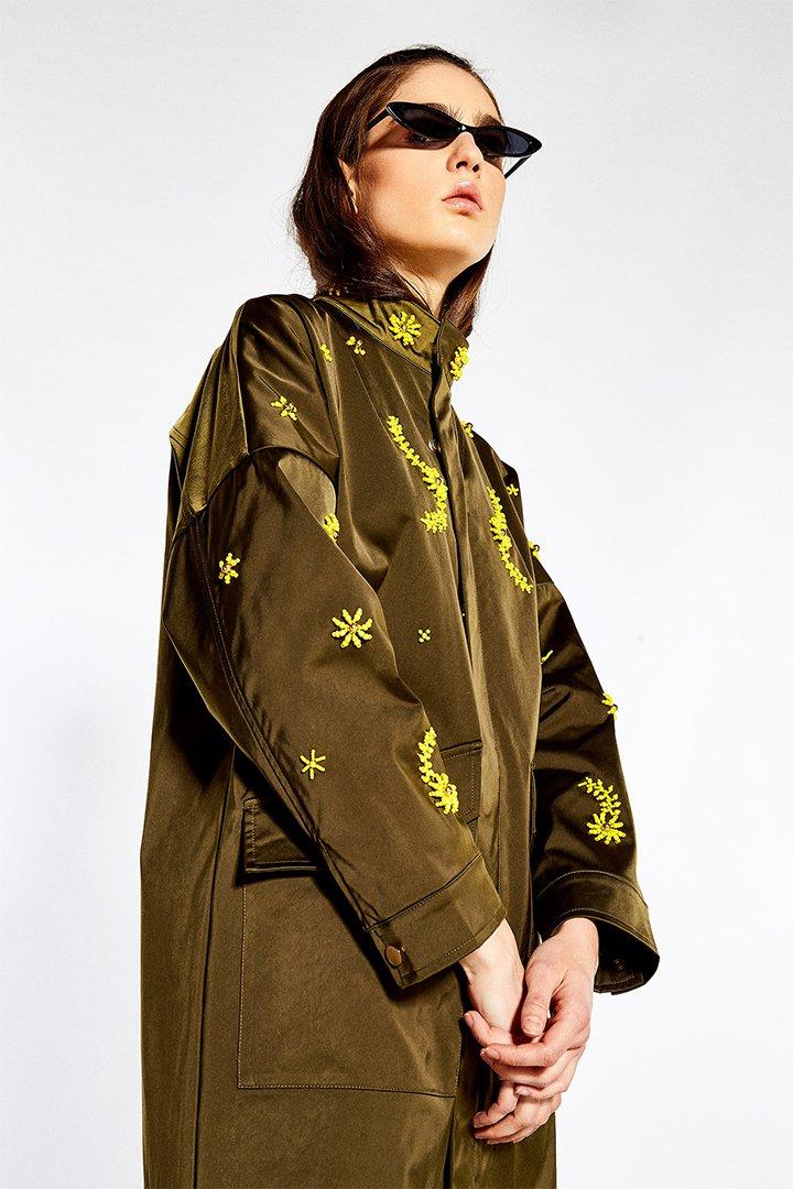 Parka cuello chimenea con detalles bordados de Sfera Online