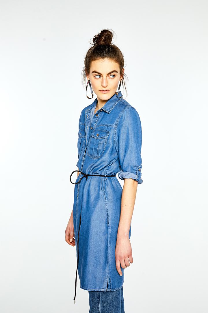 Vestido vaquero de estilo camisero de Sfera Online