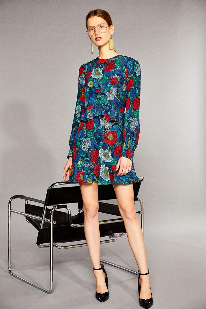 Vestido estampado corto con detalle de volantes de Sfera Online