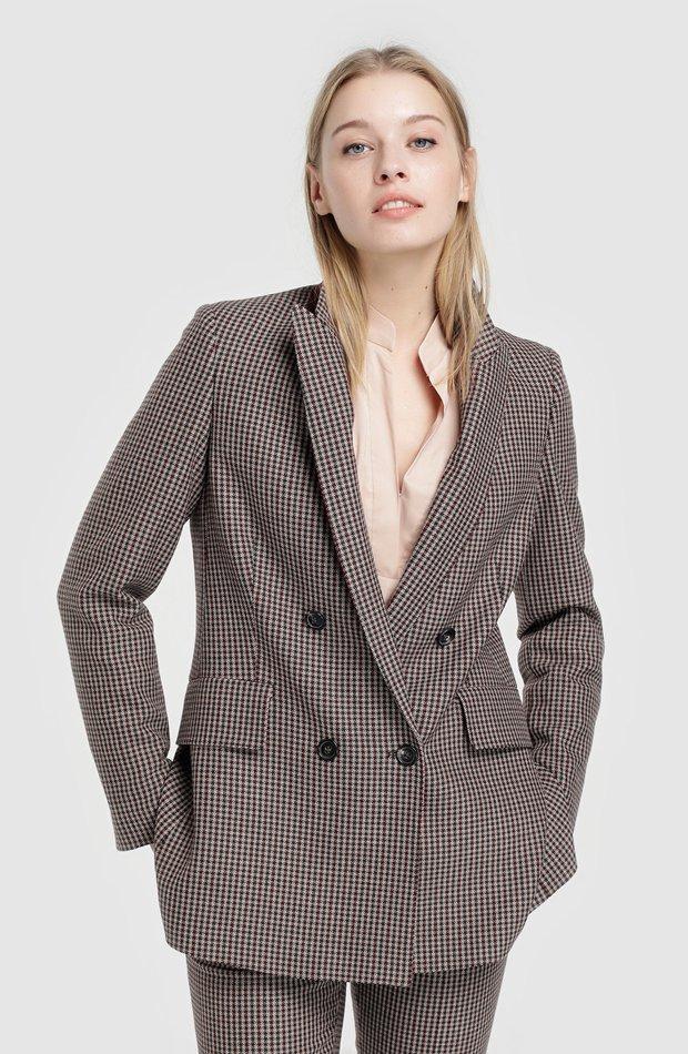 Blazer largo con pata de gallo de Síntesis: chaqueta temporada 2019