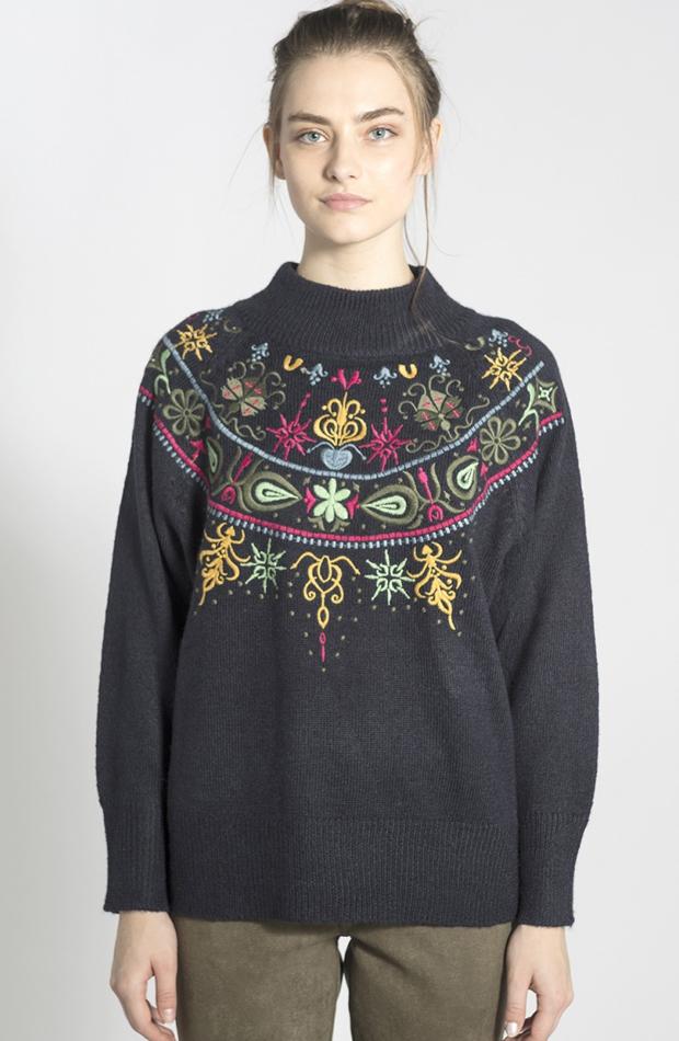 Jersey con bordado floral y cuello alto de Smash: jerséis otoño invierno 2018