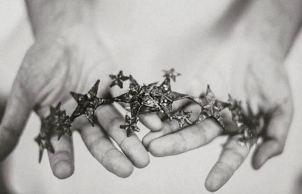 Tocado estrella suma cruz