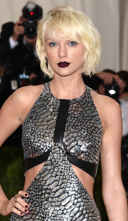 Taylor Swift con labios dark