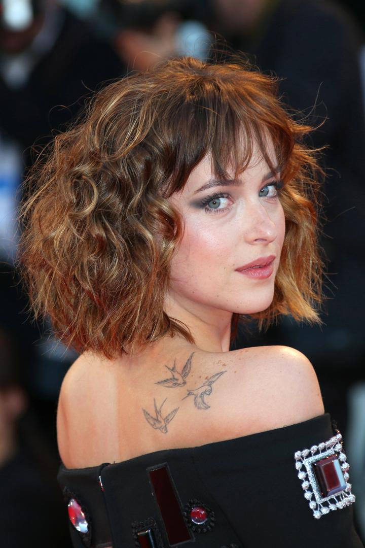 image Morenita de pelo corto