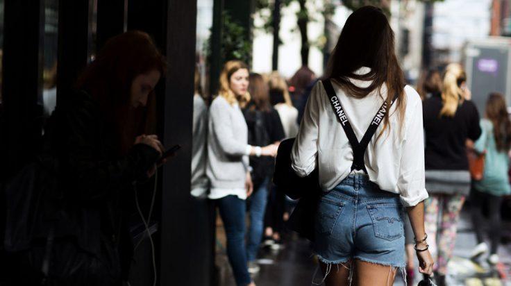 Shorts Levi's con tirantes de Chanel