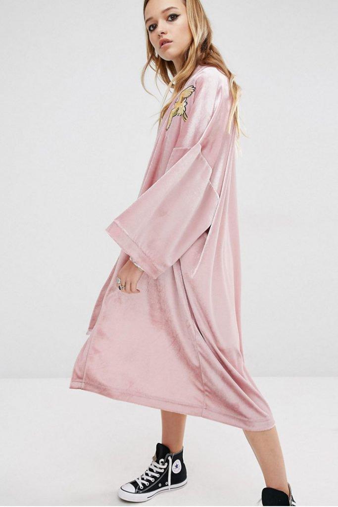 Kimono rosa de terciopelo