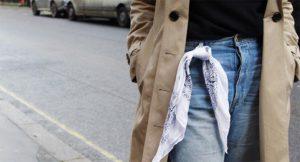 ¿Por qué verás bandanas blancas en la pasarela y looks de streetstyle de la Semana de la Moda?