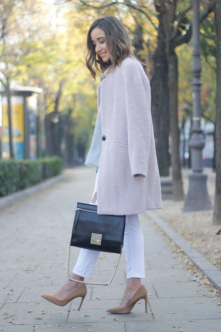 Look en rosa con abrigo de Tintoretto