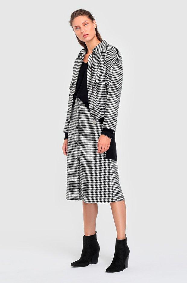Traje de chaqueta con falda midi