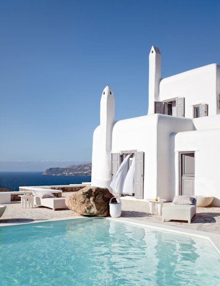 Total white at MiKoNoS-43790-olindastyle