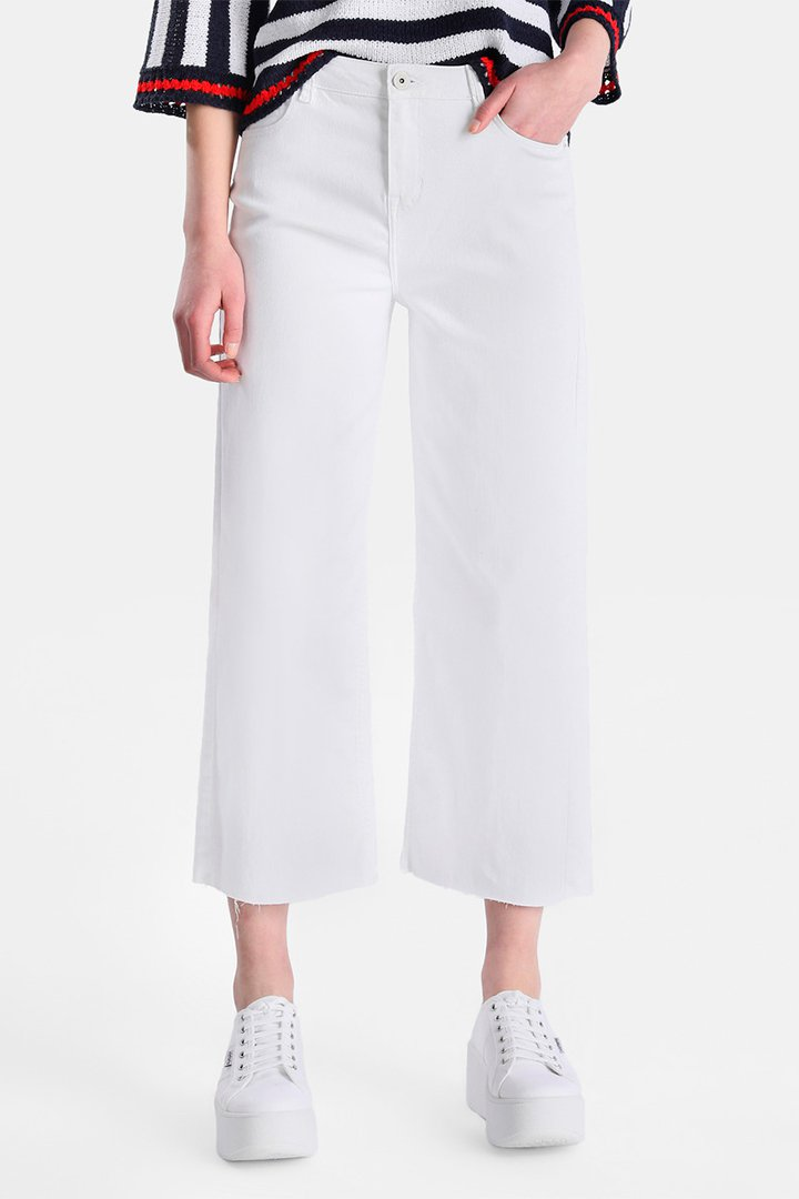 Pantalones vaqueros blancos de estilo cropped