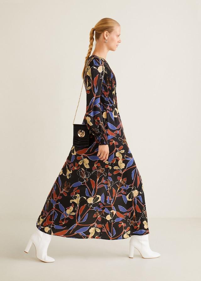 Vestido de flores de invitada de otoño de Mango