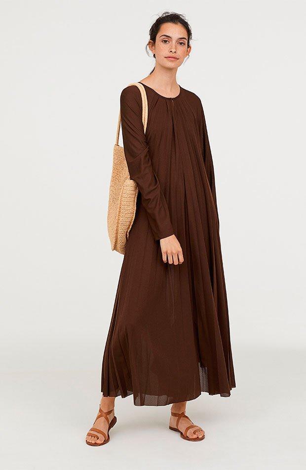 Vestido plisado de H&M en color marrón chocolate
