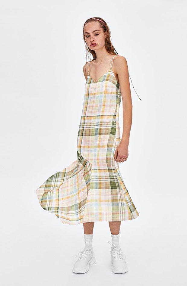 Vestido lencero de cuadros de Zara