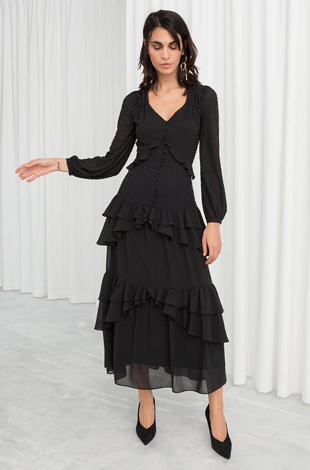 Vestido negro con cuentas de la colección novias e invitadas de Other Stories Invierno 2019