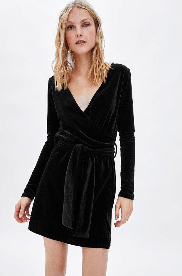 Vestido negro de terciopelo de Zara