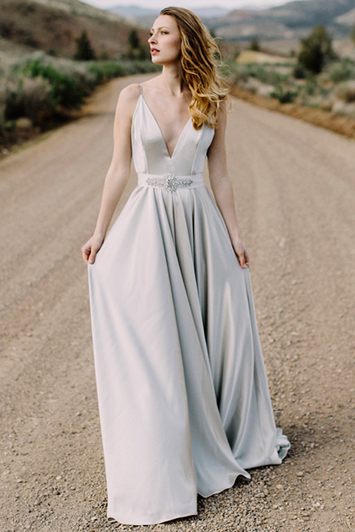 Vestido novia gris perla
