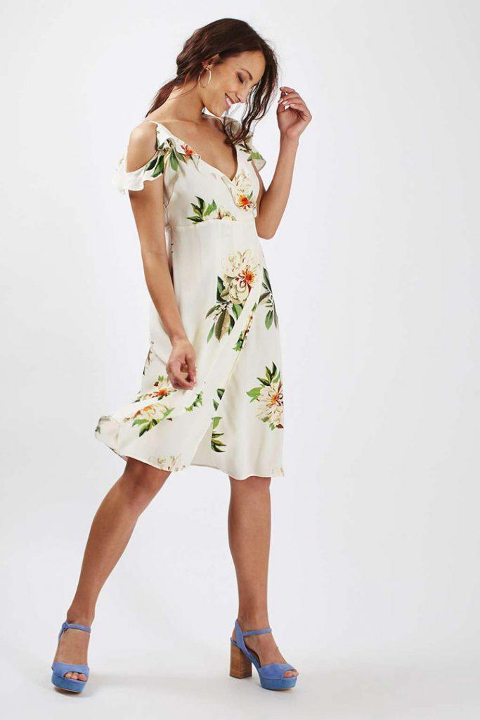 Look para la pedida de mano vestido de flores