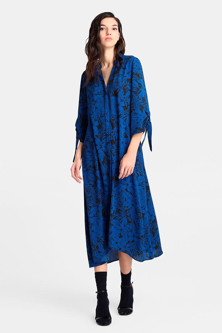 Vestido de estilo camisero y corte midi de Amitié