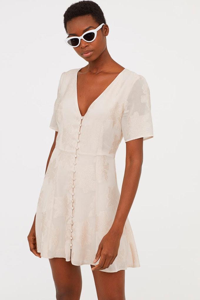 Vestido blanco con escote pico de H&M