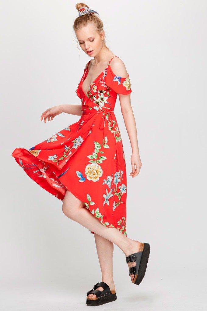 Vestido rojo de flores de Polinesia