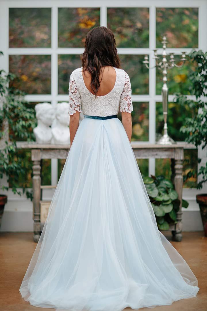 Vestido de novia combinado con azul
