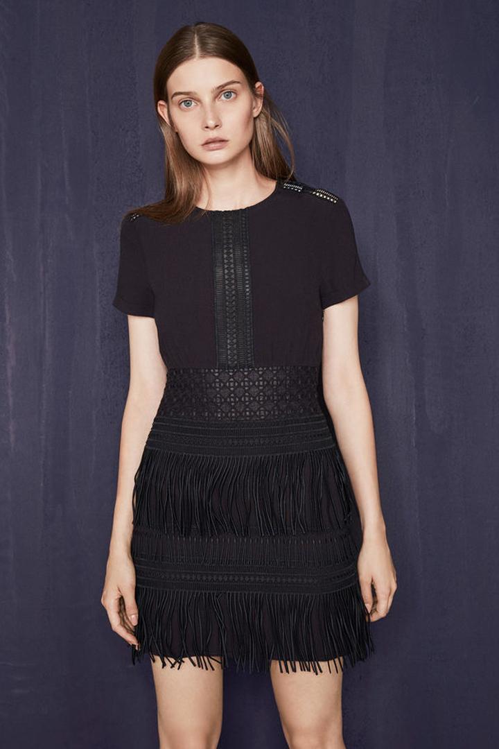 Vestido de fiesta negro con flecos