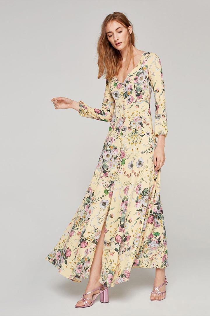 20 vestidos de invitada que desafían el gris otoñal