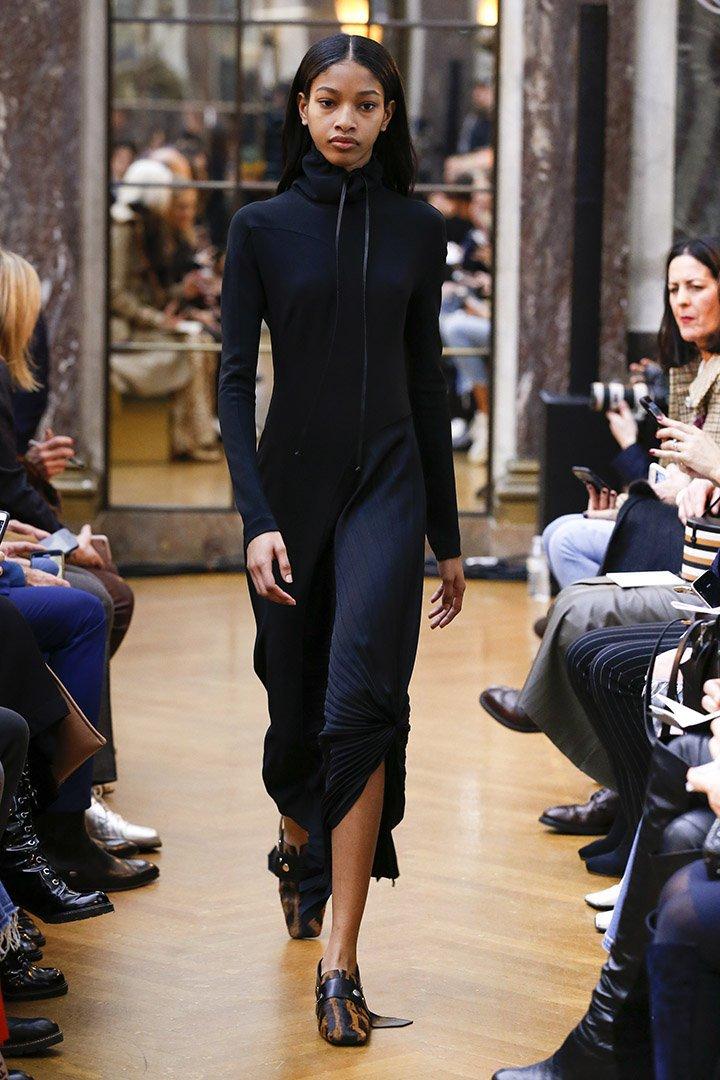 Vestido azul y negro de Victoria Beckham Otoño Invierno 2018 2019