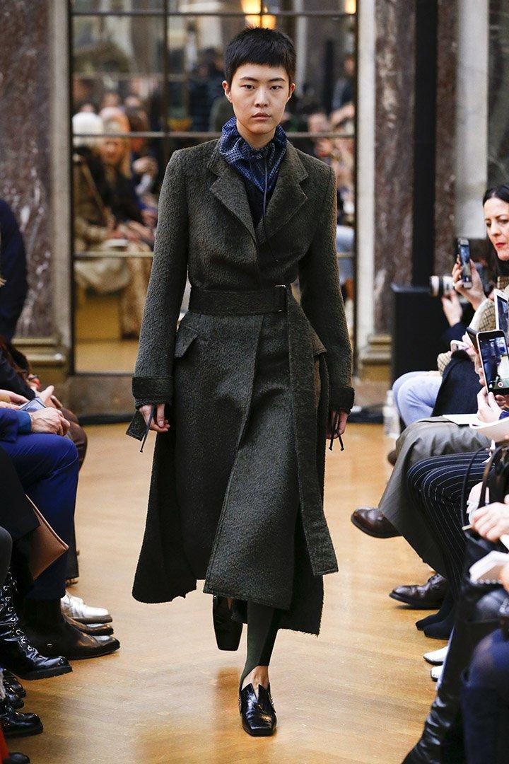 Abrigo negro de Victoria Beckham Otoño Invierno 2018 2019