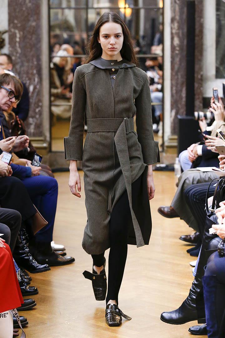 Vestido gris de Victoria Beckham Otoño Invierno 2018 2019