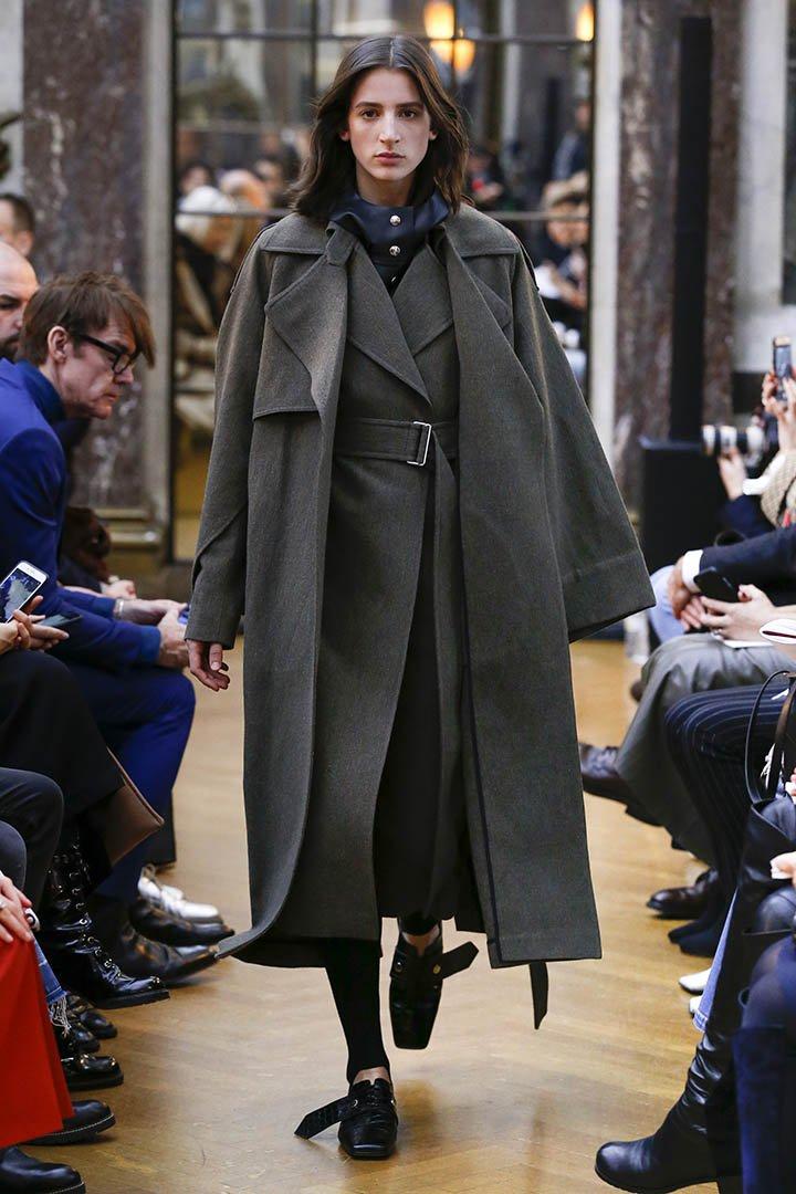 Abrigo capa de Victoria Beckham Otoño Invierno 2018 2019